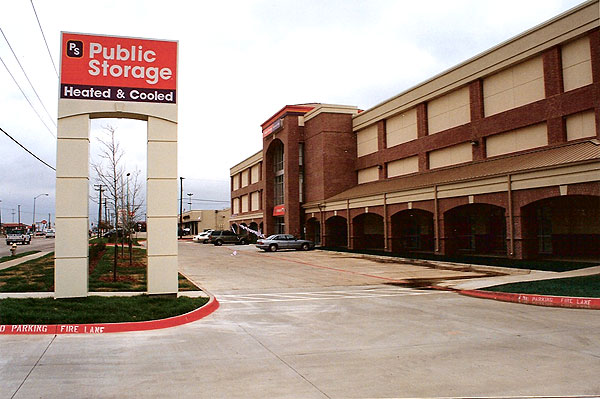 The Public Storage Building In Plano, Texas, Is A Combination Of Self  Storage, Warehouse, And Call Center.